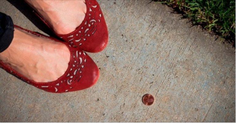 Trovare una moneta per strada: ecco cosa significa