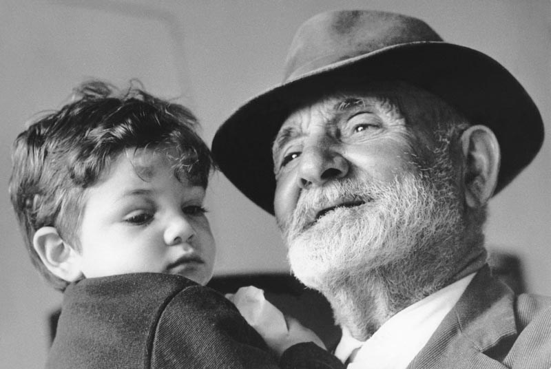Vivono invisibili nel nostro cuore: i nonni non muoiono mai