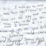 La lettera di una figlia dedicata al papà scomparso: ritrovata in un parcheggio, commuove il web