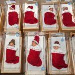 Esiste un Ospedale dove i bambini nati a Dicembre vengono sistemati in una calza natalizia