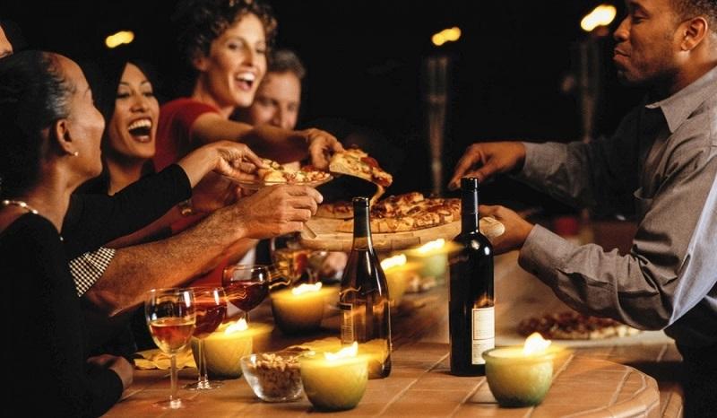 Fase 2: sarà consentito spostarsi e cenare da amici, ma con regole precise