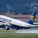 """Attimi di terrore a bordo: """"Bomba su un aereo Ryanair"""""""