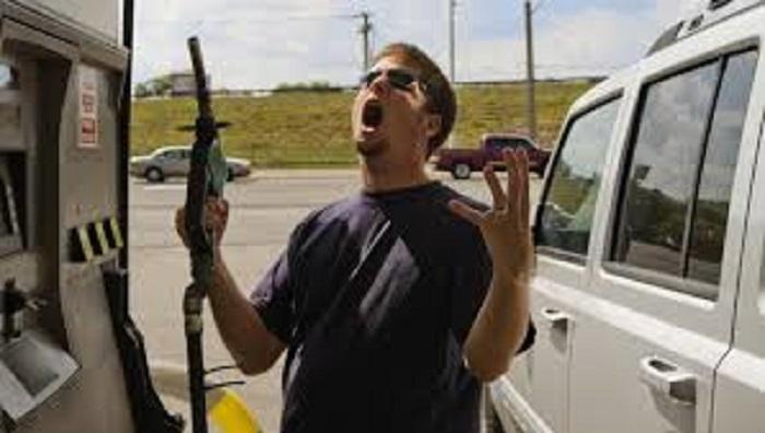 Effetto Proust: ecco perché l'odore della benzina piace così tanto a molti