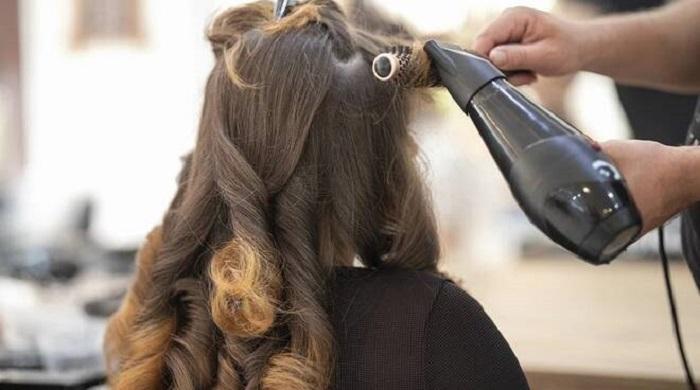 Appello di parrucchieri ed estetisti